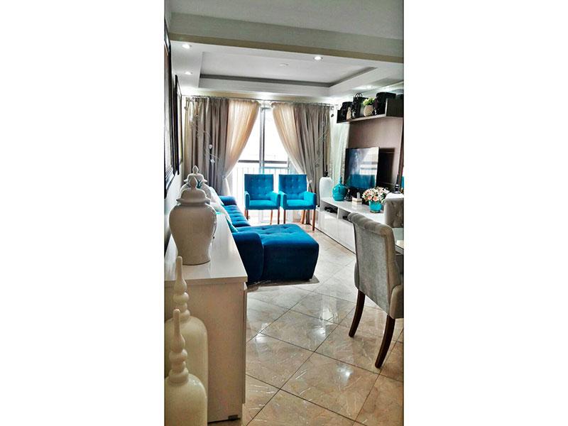 Sacomã, Apartamento Padrão - Sala com piso de cerâmica, teto com sanca de gesso, iluminação embutida e acesso a sacada.