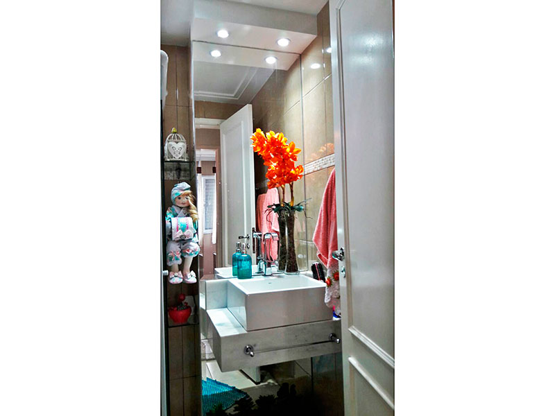 Sacomã, Apartamento Padrão-Banheiro social com piso de cerâmica, iluminação embutida e pia sobreposta.