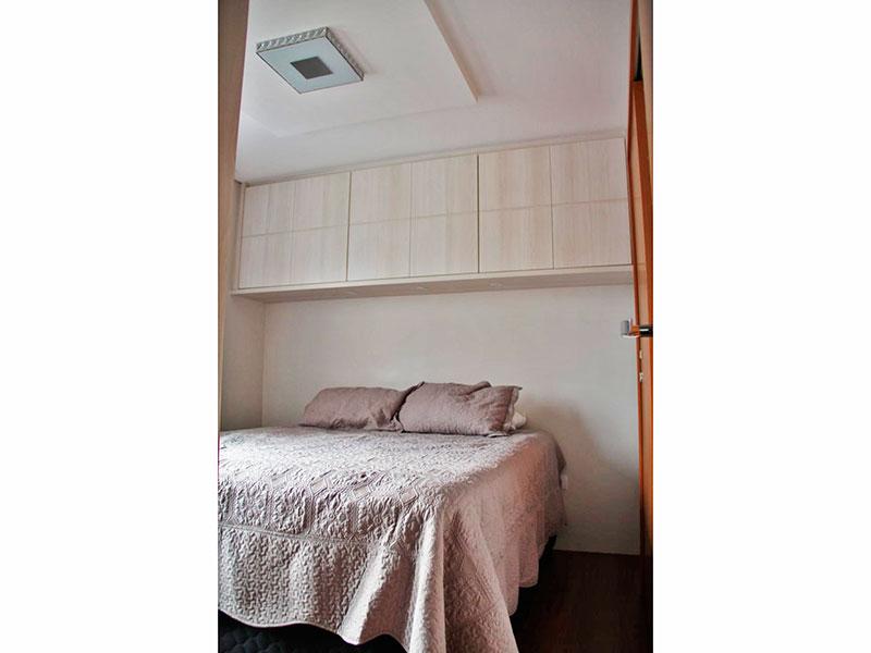 Ipiranga, Apartamento Padrão-Suíte com piso de porcelanato, teto com sanca, iluminação embutida e armários planejados.