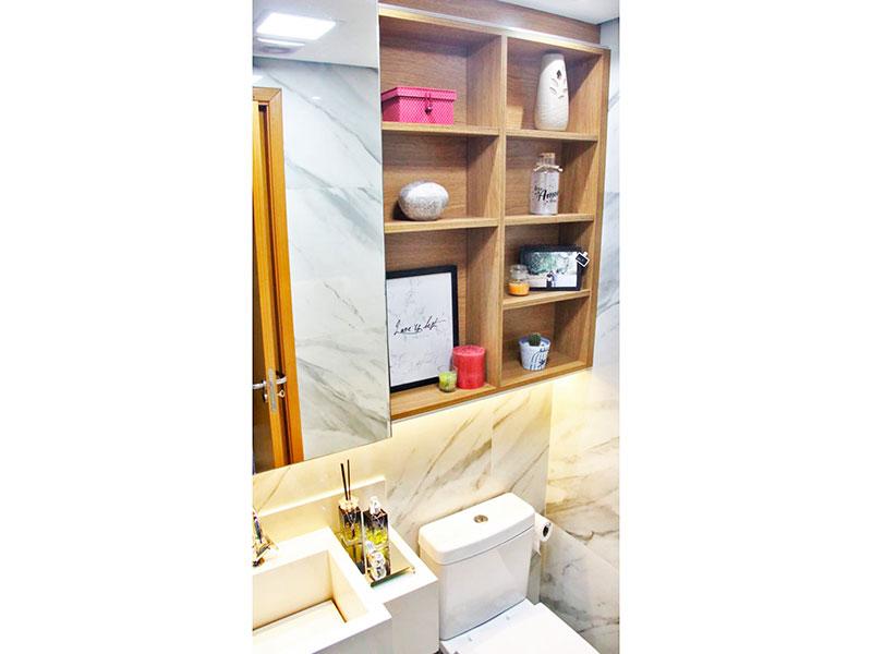Ipiranga, Apartamento Padrão-Banheiro da Suíte com piso de porcelanato, teto com sanca, iluminação embutida, cuba de granito e box de vidro.