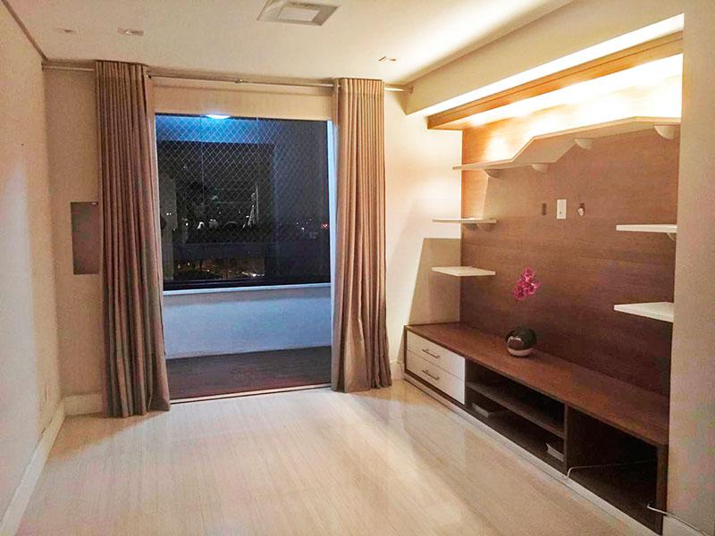 Sacomã, Apartamento Padrão - Sala ampliada (parcialmente com o 3º quarto), com piso de porcelanato, teto com sanca, iluminação embutida e acesso a varanda.