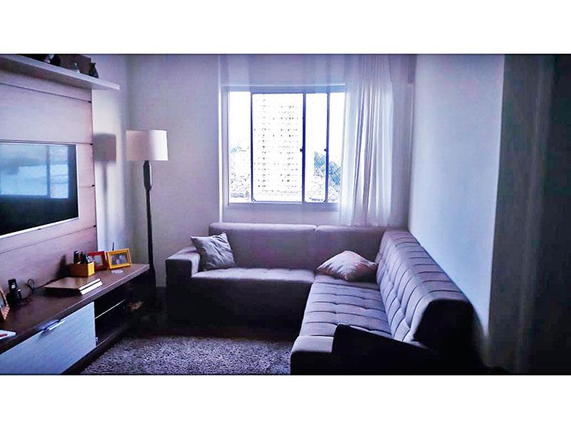 Sacomã, Apartamento Padrão - Sala em L com piso de cerâmica e teto com moldura de gesso.