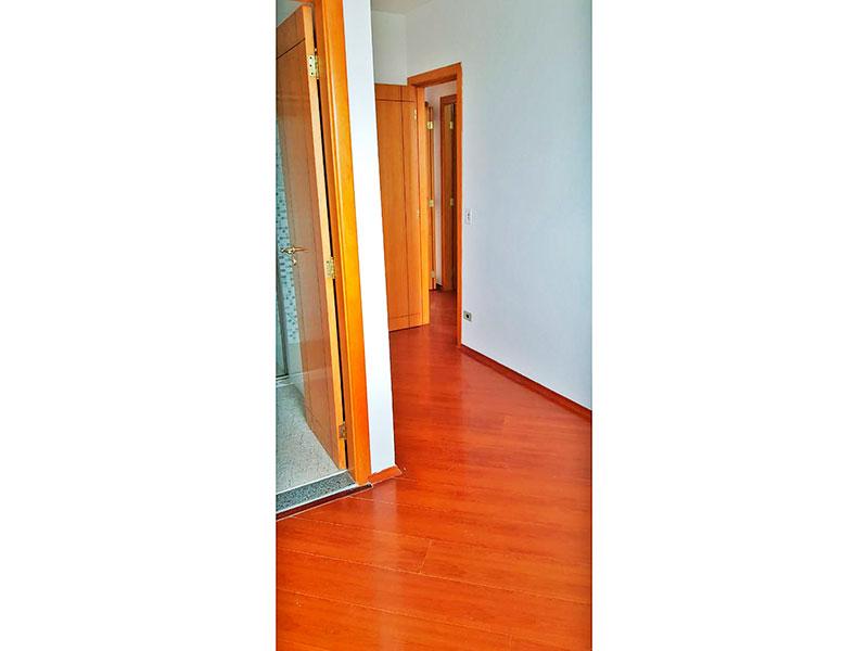 Ipiranga, Apartamento Padrão-Suíte com piso de laminado.