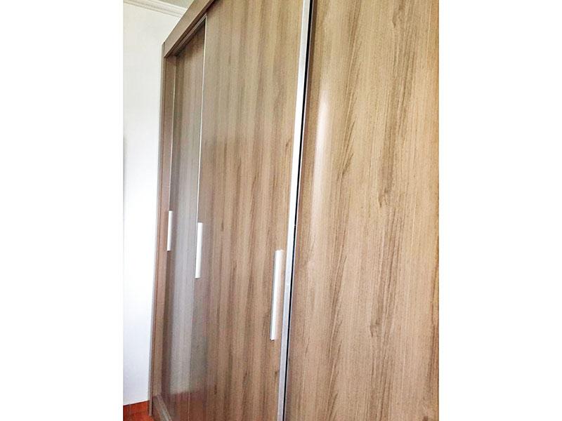Ipiranga, Apartamento Padrão-2º Quarto com piso de cerâmica e teto com moldura de gesso.