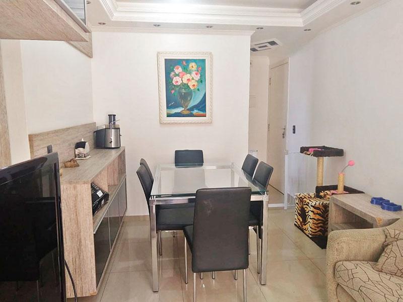 Sacomã, Apartamento Padrão-Sala com piso de porcelanato, teto com sanca de gesso, iluminação embutida e acesso a varanda.