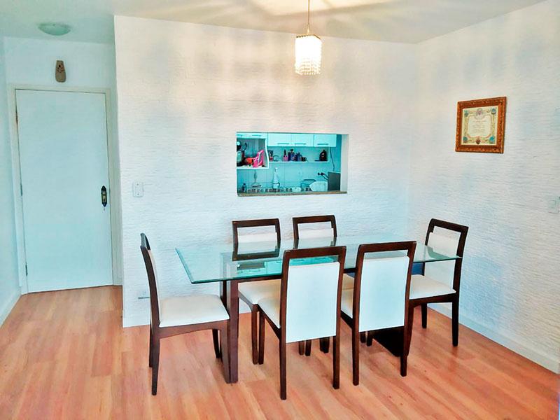Jabaquara, Apartamento Padrão-Sala com piso de laminado e acesso a sacada.