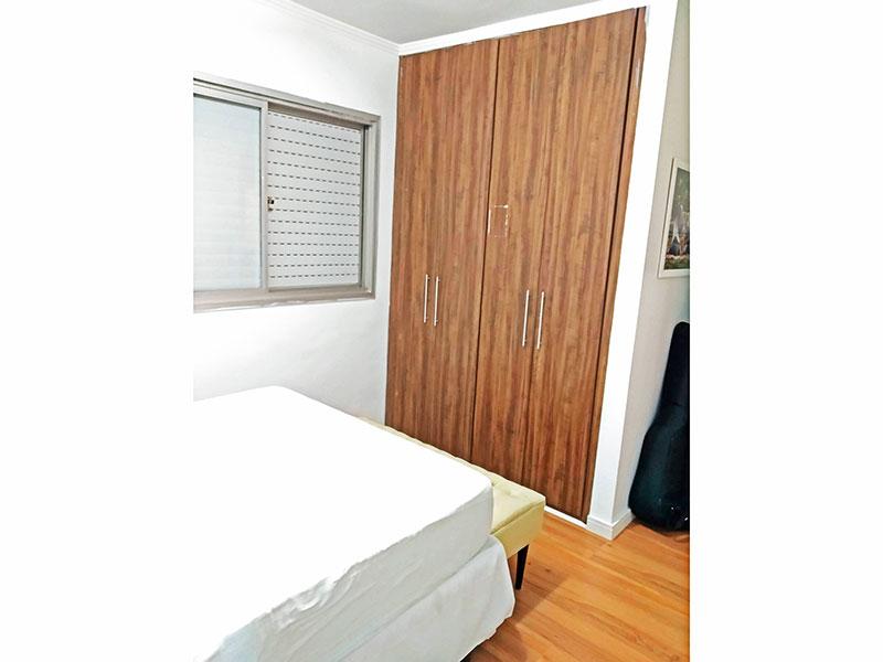 Jabaquara, Apartamento Padrão-Suíte com piso de laminado e armários embutidos.