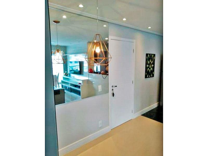 Sacomã, Apartamento Padrão-Sala com piso de porcelanato, teto com moldura de gesso, iluminação embutida e acesso a varanda gourmet.