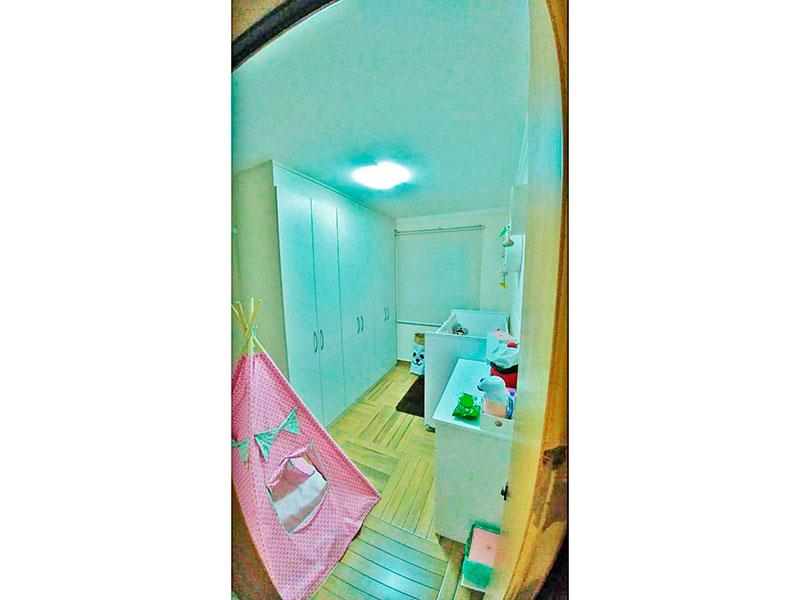 Sacomã, Apartamento Padrão-2º Quarto com piso de taco, teto com moldura de gesso e armários planejados.