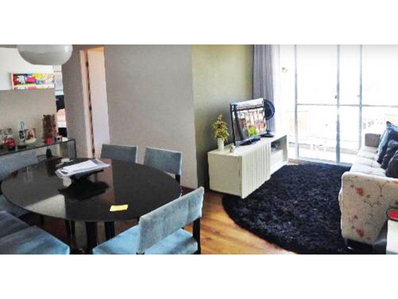 Sacomã, Apartamento Padrão - Sala em L com piso de laminado, teto com sanca de gesso e acesso a varanda.