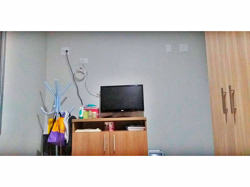 Jabaquara, Apartamento Padrão-1º Quarto com piso de laminado, teto com moldura de gesso e armários planejados.