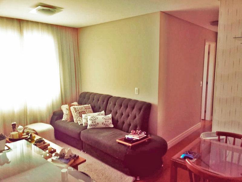 Sacomã, Apartamento Padrão - Sala com piso de carpete de madeira, iluminação embutida e acesso a sacada.