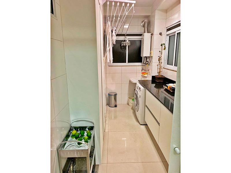 Ipiranga, Apartamento Padrão-Área de serviço com piso de porcelanato, armários planejados, gabinete com bancada de granito e aquecedor de passagem.