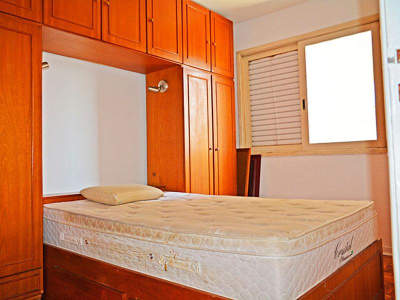 Ipiranga, Apartamento Padrão-1º Quarto com piso de taco e armários planejados.