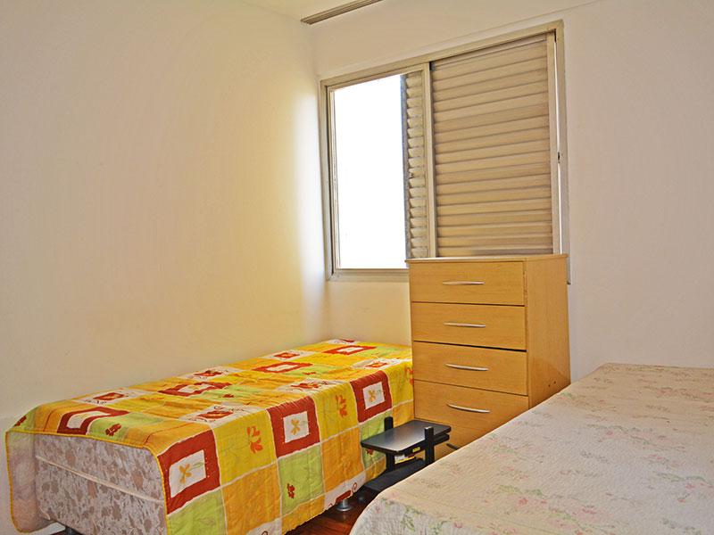 Ipiranga, Apartamento Padrão-2º Quarto com piso de taco e armários planejados.