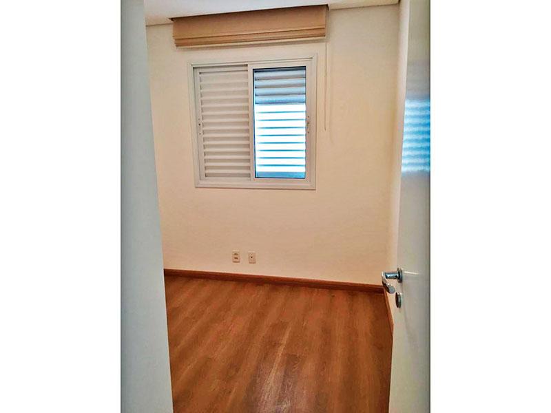 Ipiranga, Apartamento Padrão-2º Quarto com piso de laminado, teto com sanca e armários planejados.