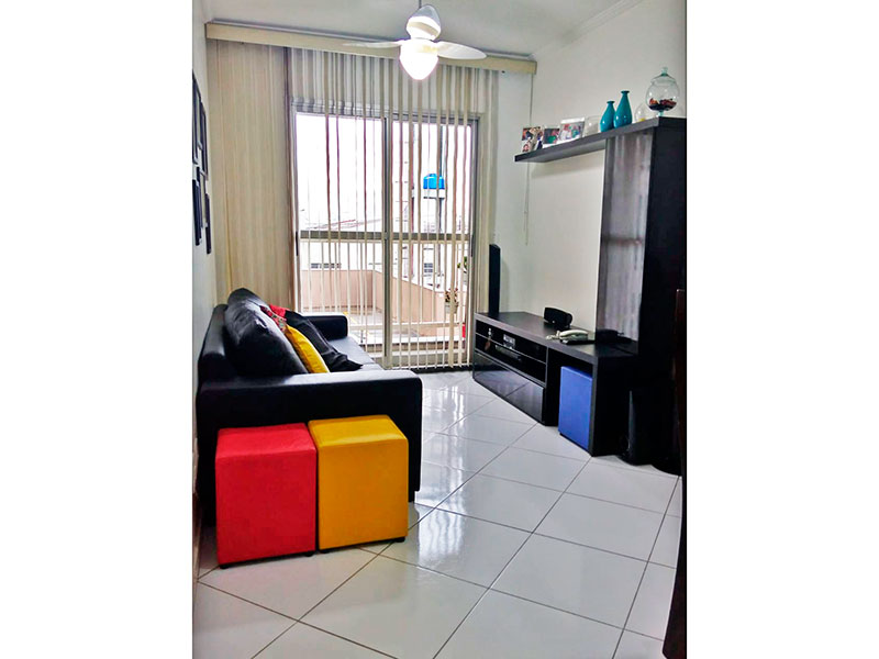 Ipiranga, Apartamento Padrão - Sala com piso de porcelanato, teto com moldura de gesso e acesso a varanda.