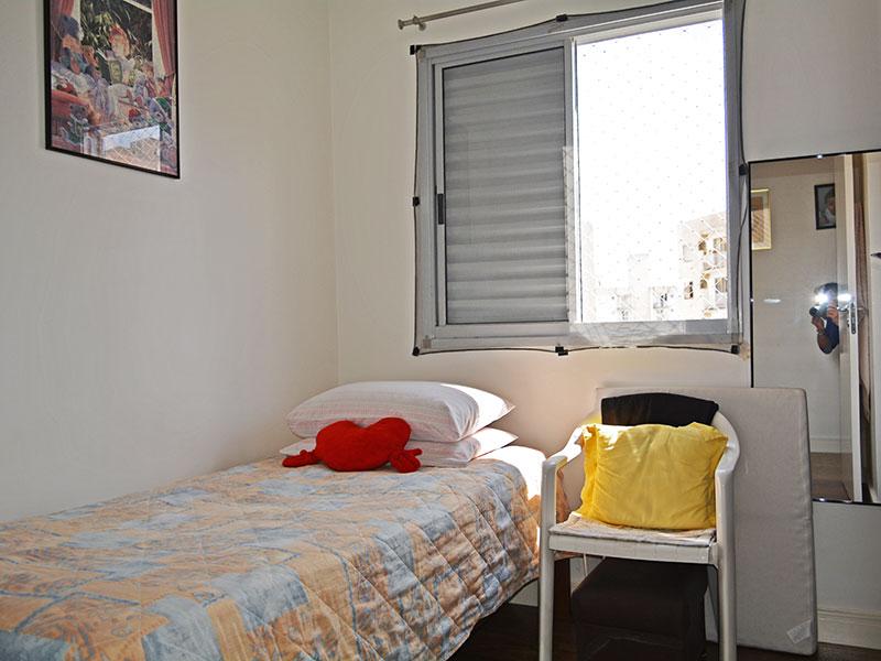 Sacomã, Cobertura Duplex-2º Quarto com piso de laminado e teto com moldura de gesso.