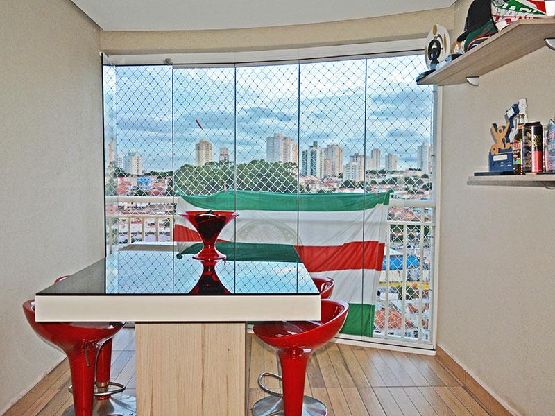 Ipiranga, Apartamento Padrão-Varanda com piso de deck de madeira e fechamento de vidro.