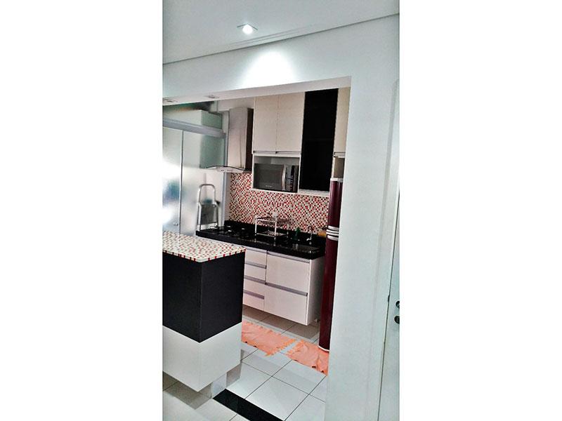 Sacomã, Apartamento Padrão-Cozinha americana com piso de cerâmica, armários planejados, cooktop e pia de granito.