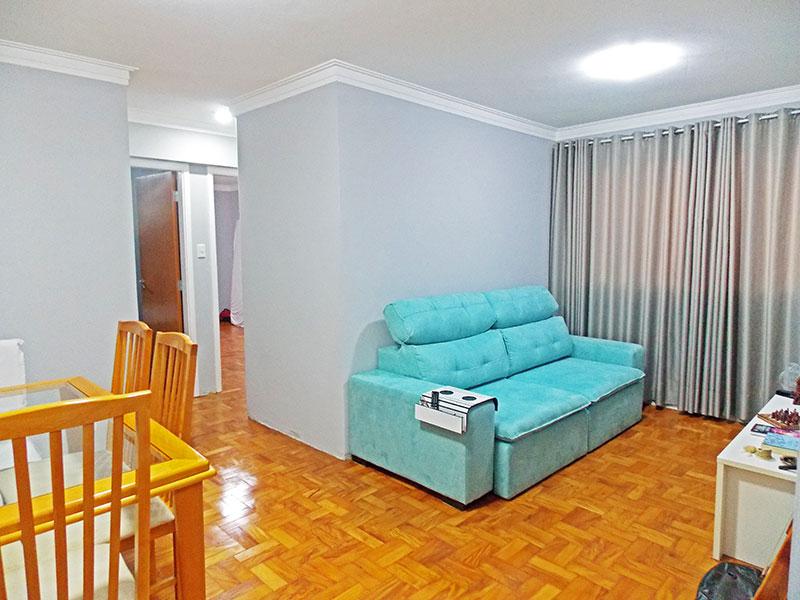 Ipiranga, Apartamento Padrão - Sala em L com piso de taco e teto com moldura de gesso.