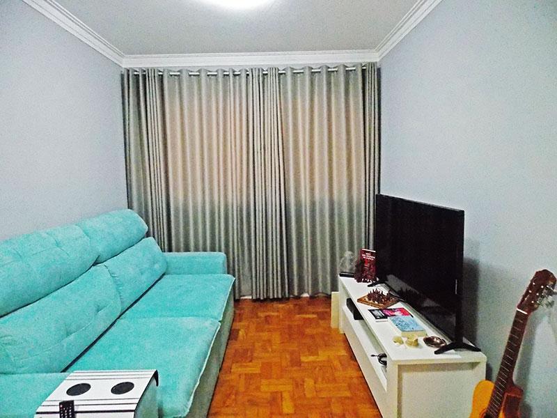 Ipiranga, Apartamento Padrão-Sala em L com piso de taco e teto com moldura de gesso.