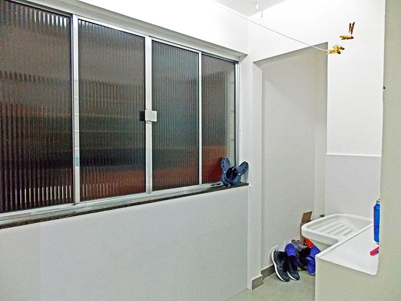Ipiranga, Apartamento Padrão-Área de serviço com piso de porcelanato.