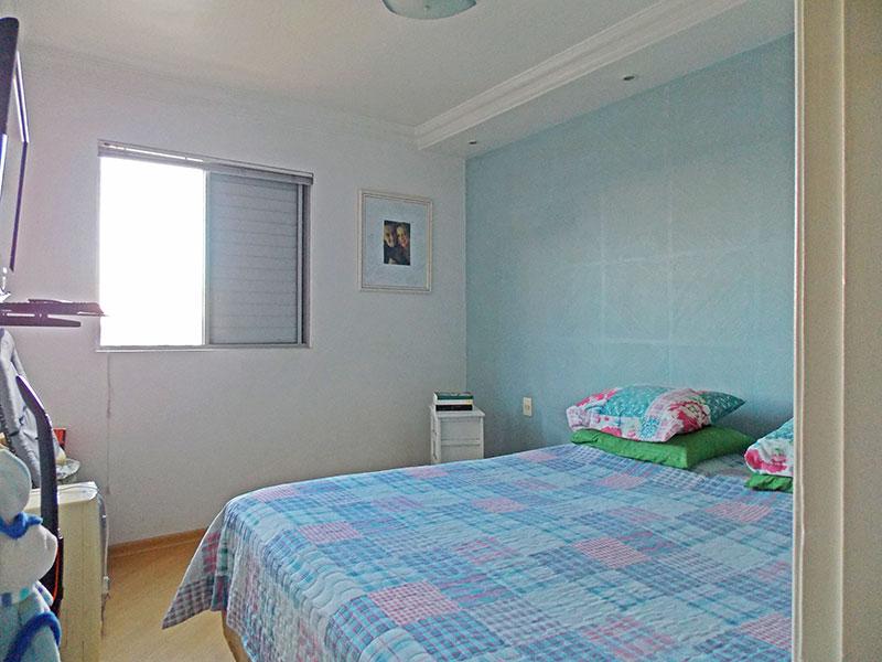 Ipiranga, Apartamento Padrão-1º Quarto com piso de laminado e closet.