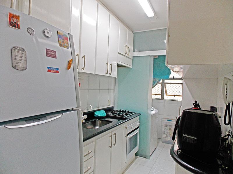 Ipiranga, Apartamento Padrão-Cozinha com piso de cerâmica, armários planejados, cooktop e pia de granito.
