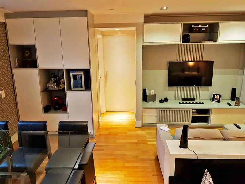Ipiranga, Apartamento Padrão-Sala ampliada (com o 4º quarto), com piso de tacão, teto com sanca de gesso, iluminação embutida, armários planejados e acesso a varanda.