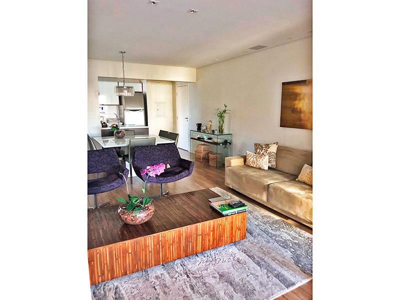 Ipiranga, Apartamento Padrão-Sala ampliada (com o 3º quartos), com piso de carpete de madeira, teto com sanca, iluminação embutida e acesso a varanda gourmet.