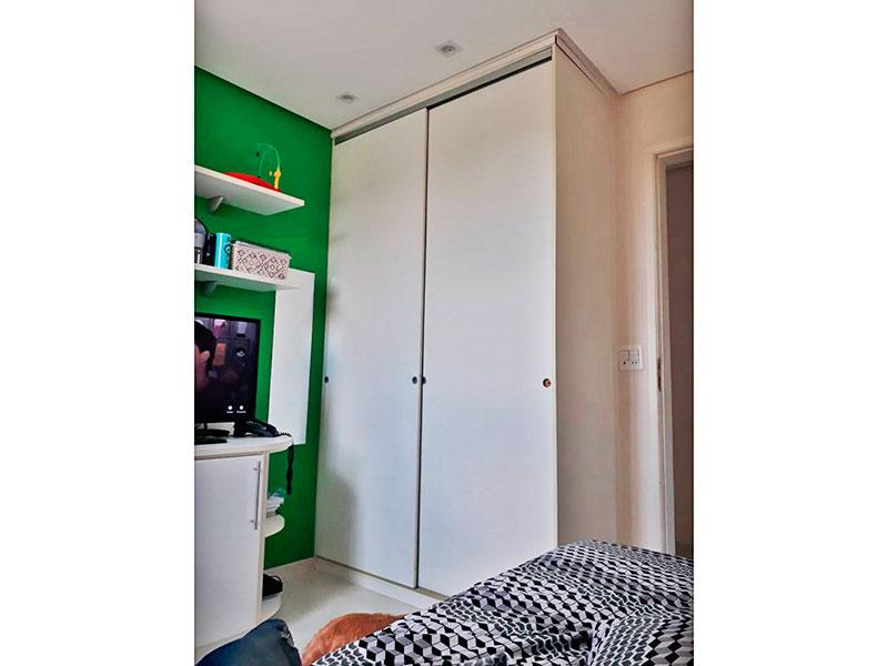 Sacomã, Apartamento Padrão-2º Quarto com piso de laminado, teto com sanca, iluminação embutida e armários planejados.