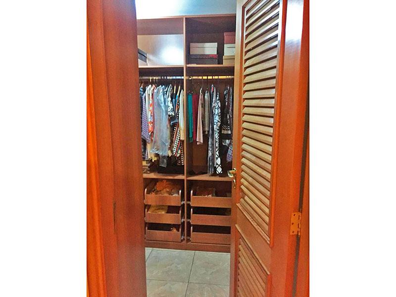Ipiranga, Apartamento Padrão-Closet com piso de cerâmica.