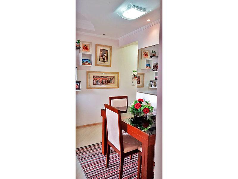Sacomã, Apartamento Padrão-Sala em L com piso de laminado, teto com sanca de gesso, iluminação embutida e acesso a varanda.