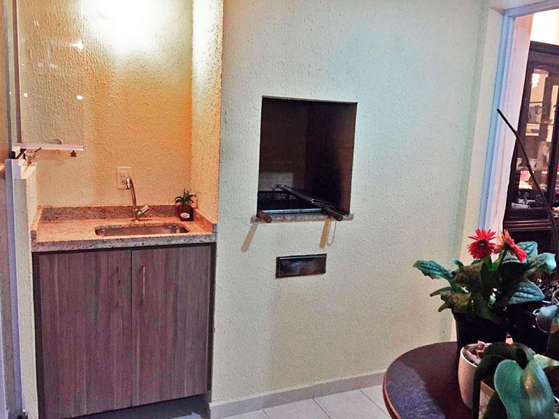 Sacomã, Apartamento Padrão-Varanda gourmet com pio de cerâmica, teto com sanca, gabinete, pia de granito churrasqueira, fechamento de vidro e tela de proteção.