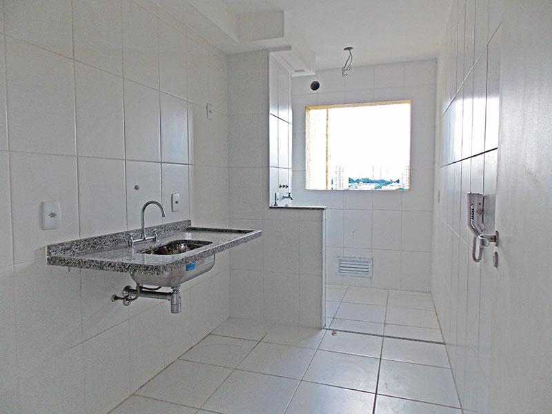 Sacomã, Apartamento Padrão-Cozinha com piso de cerâmica, pia de granito e acesso a área de serviço.