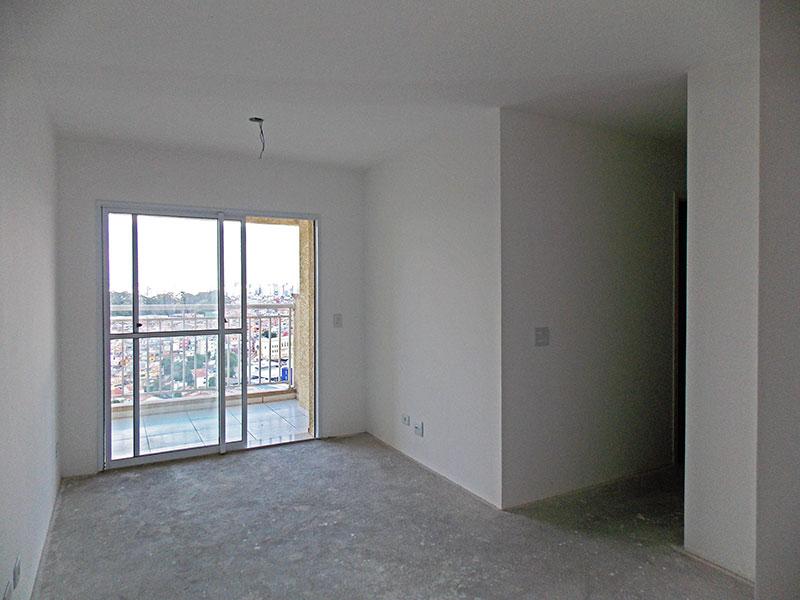 Sacomã, Apartamento Padrão - Sala irregular no contrapiso e acesso a sacada.
