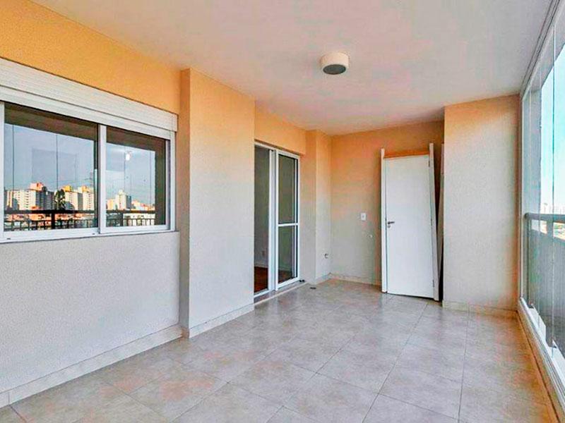 Ipiranga, Apartamento Padrão-Varanda com piso de cerâmica e fechamento de vidro.