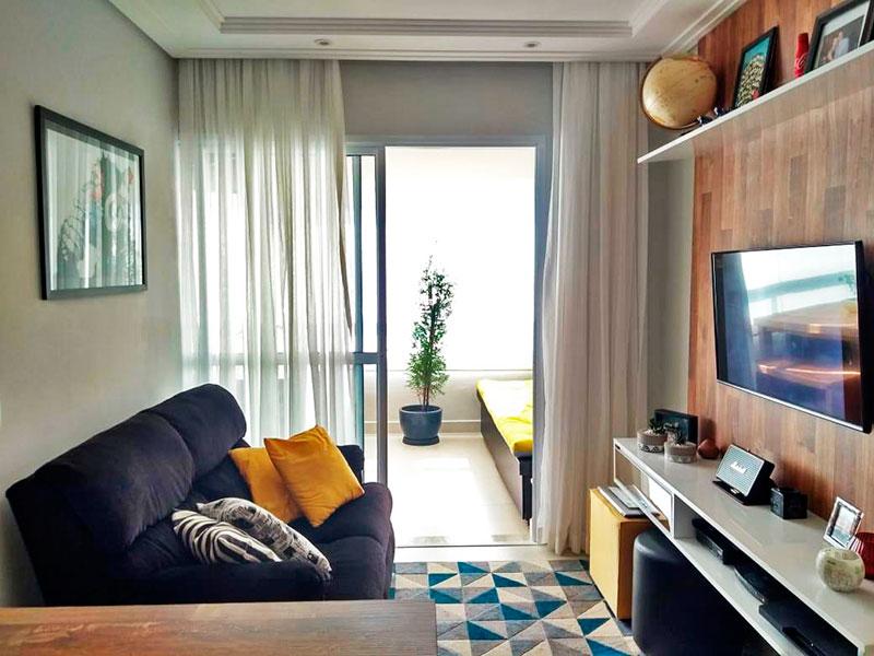 Ipiranga, Apartamento Padrão - Sala com piso de cerâmica, teto com sanca de gesso, iluminação embutida e acesso a varanda.