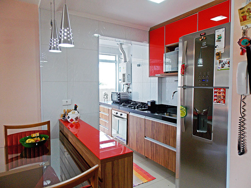 Ipiranga, Apartamento Padrão-Cozinha americana com piso de porcelanato, teto com moldura de gesso, iluminação embutida, armários planejados, gabinete, cooktop, pia de granito, aquecedor de passagem e acesso a área de serviço.