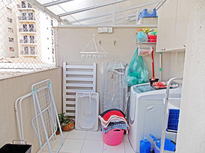 Ipiranga, Apartamento Padrão-Área de serviço com piso de cerâmica e tela de proteção.