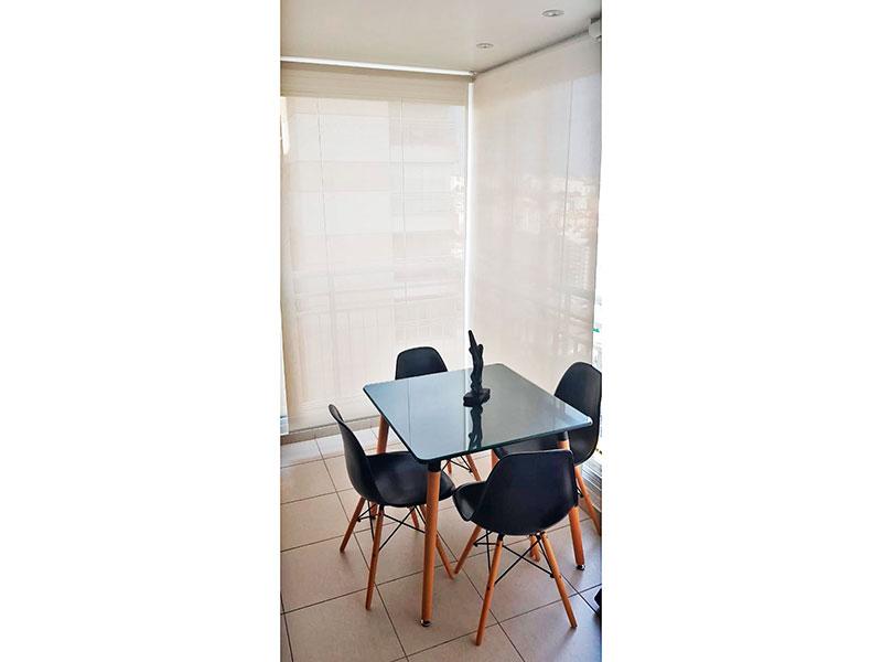 Ipiranga, Apartamento Padrão-Varanda gourmet com piso de cerâmica, iluminação embutida, armários planejados, gabinete, pia de granito e fechamento de vidro.