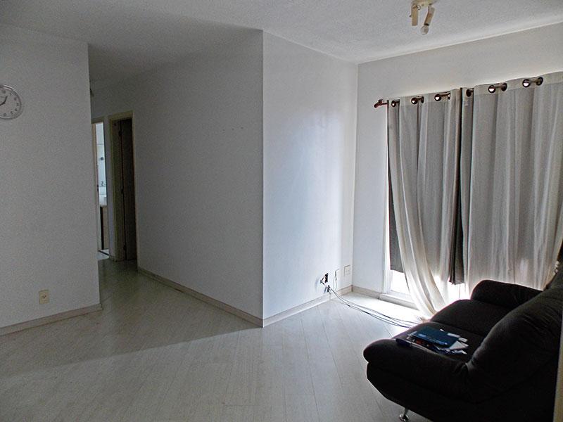Sacomã, Apartamento Padrão - Sala em L com piso de laminado e acesso a varanda.