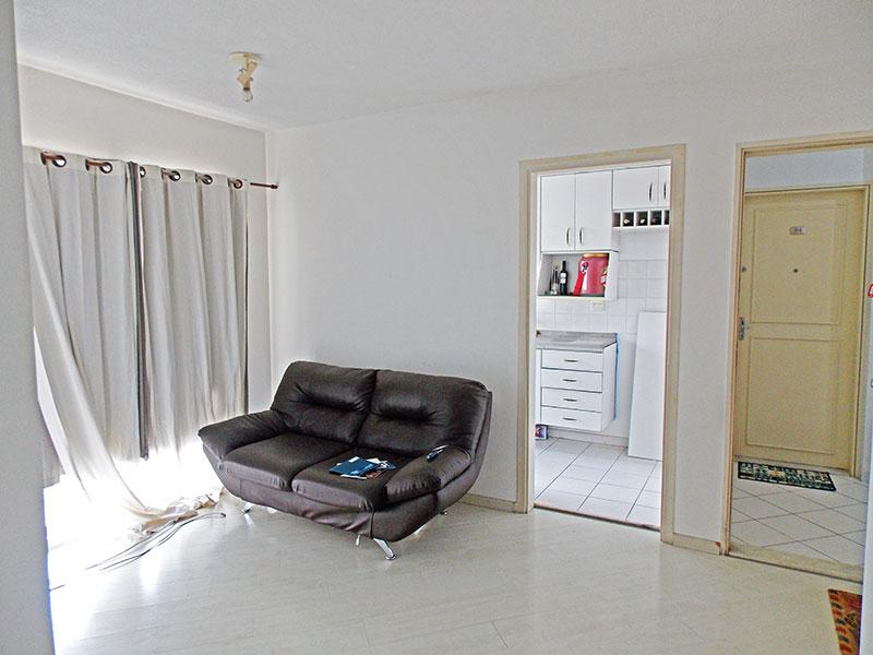 Sacomã, Apartamento Padrão-Sala em L com piso de laminado e acesso a varanda.