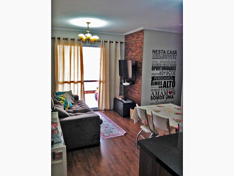 Sacomã, Apartamento Padrão-Sala com piso de laminado, teto com moldura de gesso e acesso a sacada.