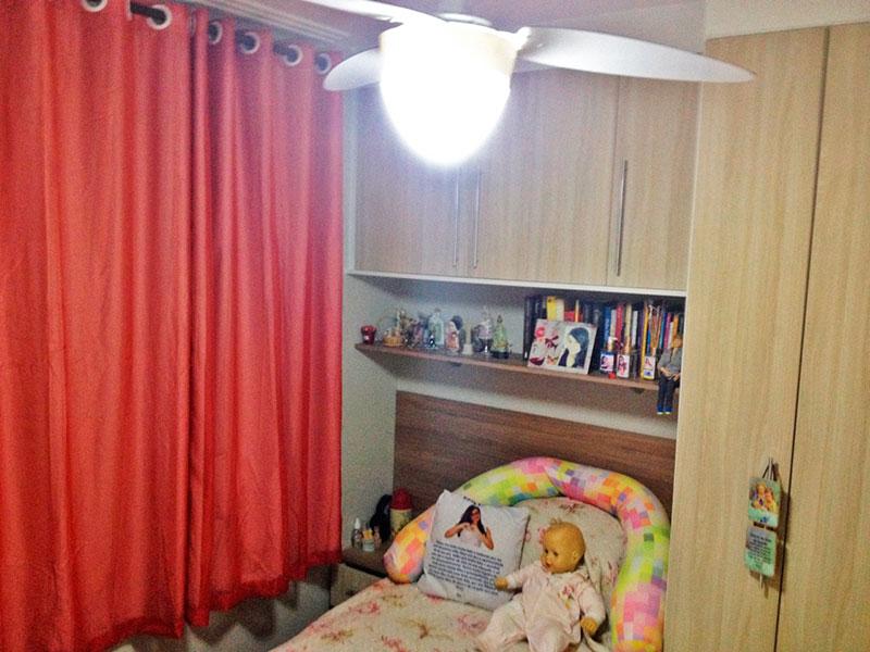 Sacomã, Apartamento Padrão-2º Quarto com piso de laminado, teto com moldura de gesso e armários planejados.