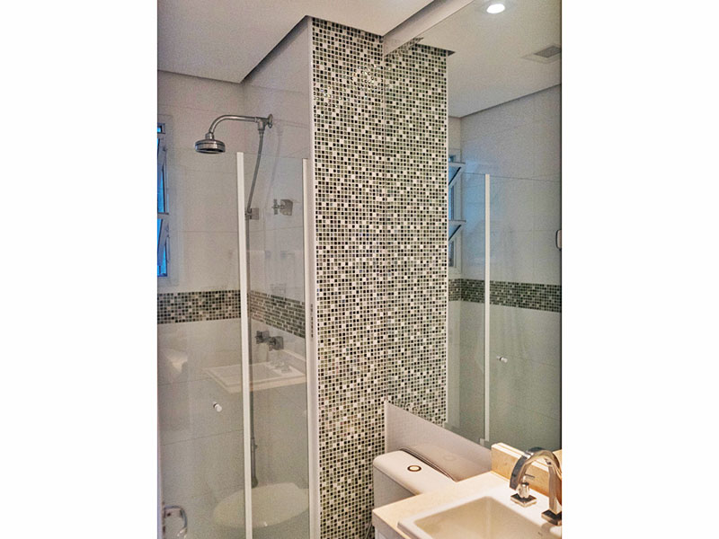 Ipiranga, Apartamento Padrão-Banheiro social com piso de cerâmica, teto com sanca, iluminação embutida, gabinete, pia de mármore e box de vidro.