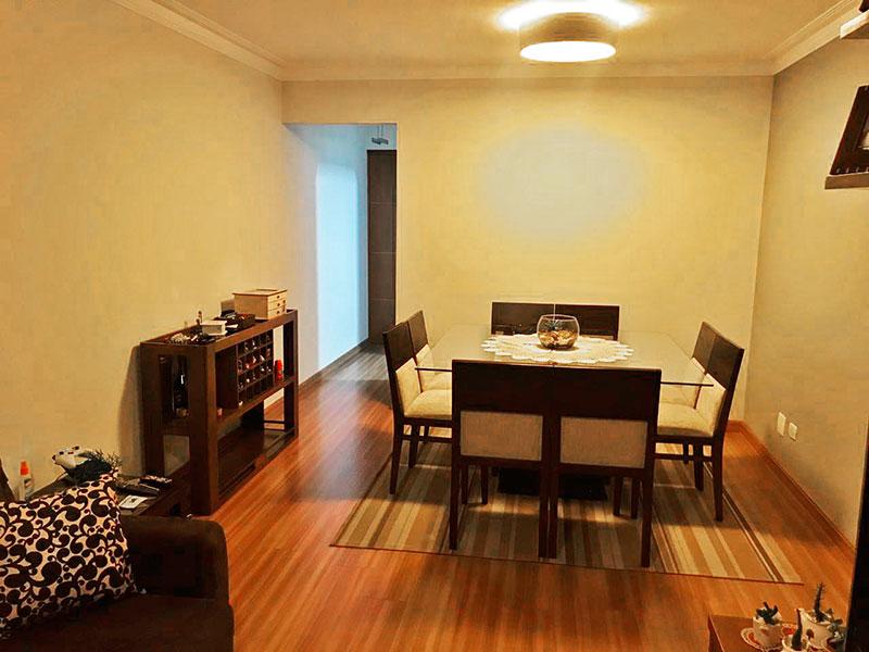 Sacomã, Apartamento Padrão-Sala com piso de laminado, teto com moldura de gesso e acesso a varanda.