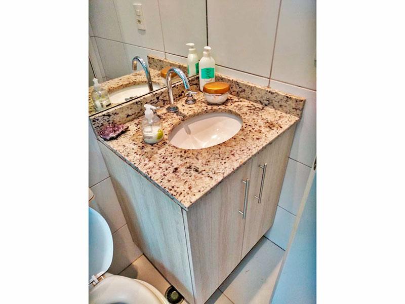 Jabaquara, Apartamento Garden-Banheiro social com piso de cerâmica, gabinete, pia de mármore e box.