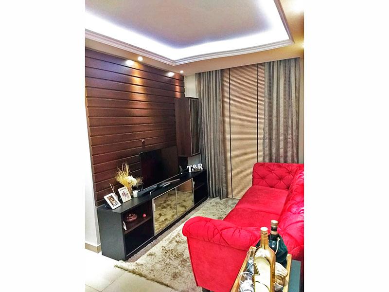 Sacomã, Apartamento Padrão - Sala em L com piso de cerâmica, teto com sanca de gesso e iluminação embutida.